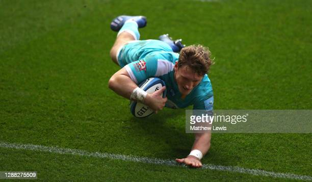 Tom Howe of Worcester Warriors scores a try during the Gallagher Premiership Rugby match between Bristol and Worcester Warriors at Ashton Gate on...