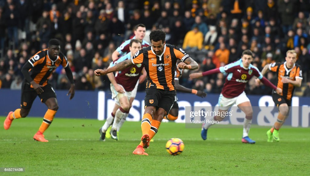 Tom Huddlestone of Hull City scores his sides first goal from the penalty spot during the Premier League match between Hull City and Burnley at KCOM Stadium on February 25, 2017 in Hull, England.