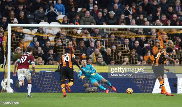 Tom Huddlestone of Hull City scores his sides first goal past Thomas Heaton of Burnley from the penalty spot during the Premier League match between...