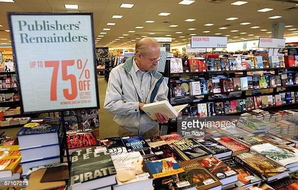 Tom Iverson shops for salebooks at a Barnes Noble book store March 16 2006 in Arlington Heights Illinois Barnes Noble reported that store sales for...