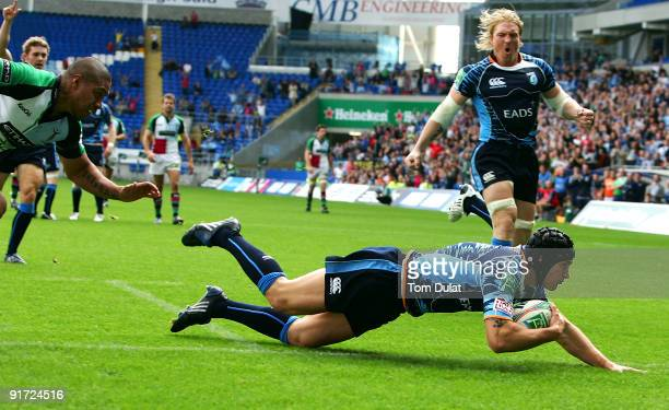Tom James of Cardiff Blues scores his side's first try during the Heineken Cup match between Cardiff Blues and Harlequins at the Cardiff City Stadium...