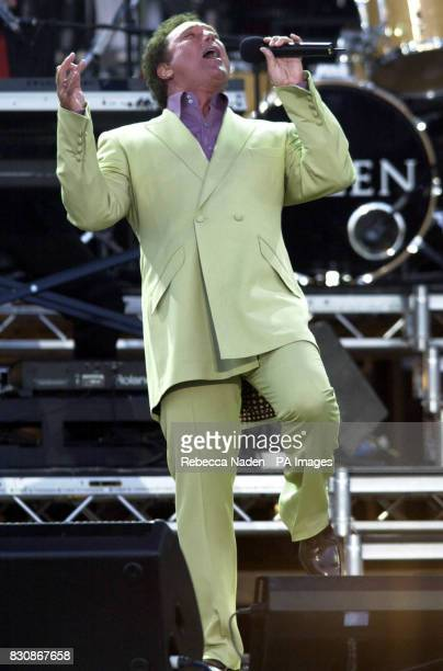 Tom Jones on stage in the gardens of Buckingham Palace for the second concert to commemorate the Golden Jubilee of Britain's Queen Elizabeth II *...
