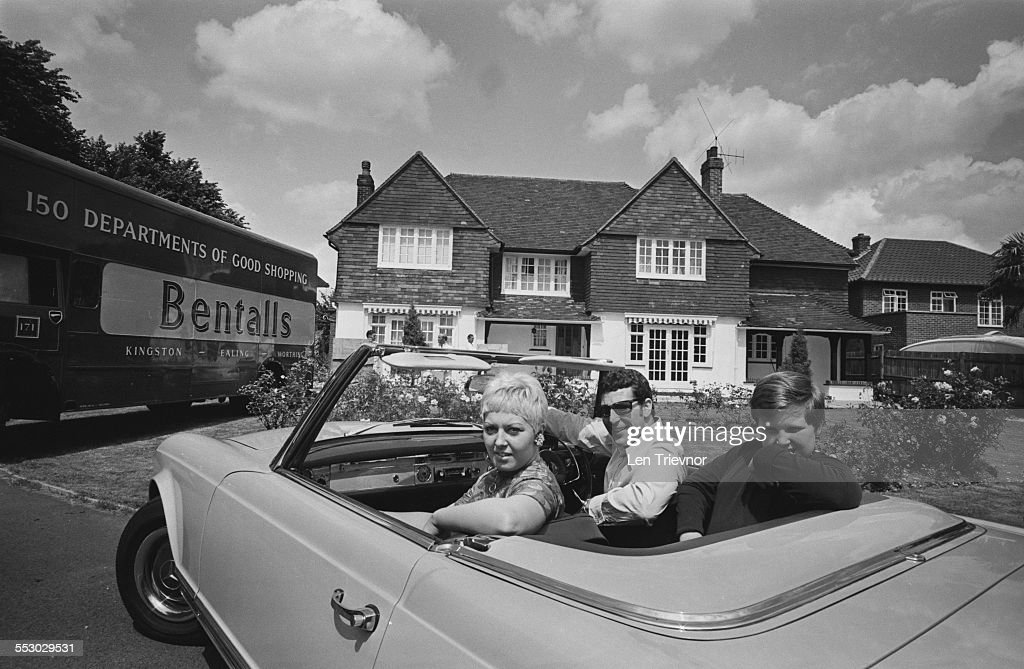 Tom Jones with his wife Melinda (n?e Trenchard) and their son Mark as they move into their new home in Sudbury, 1967.