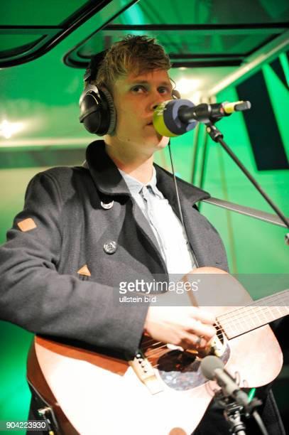 Tom Klose der deutsche Saenger und Songschreiber live beim Reeperbahnfestival 2015 Konzert beim Musikfestival in den Clubs um die Hamburger...