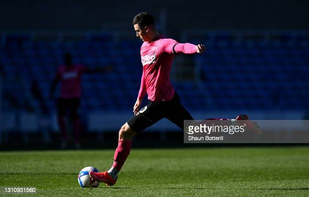 Tom Lawrence of Derby County scores their side's first goal during the Sky Bet Championship match between Reading and Derby County at Madejski...