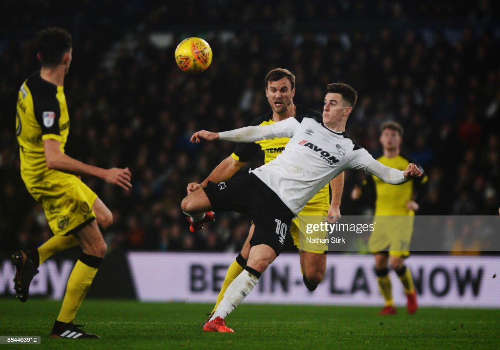 Tom Lawrence of Derby County shoots at goal during the Sky Bet Championship match between Derby County and Burton Albion at iPro Stadium on December 2, 2017 in Derby, England.