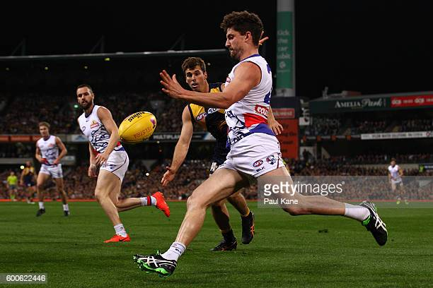 Tom Liberatore of the Bulldogs passes the ball during the Second Elimination Final match between the West Coast Eagles and the Western Bulldogs at...