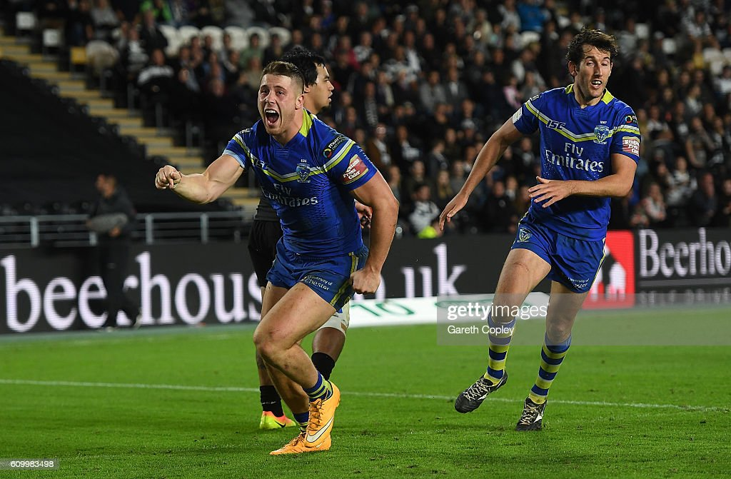 Tom Lineman of Warrington celebrates scoring the match winning try during the First Utility Super League match between Hull FC and Warrington Wolves at KCOM Stadium on September 23, 2016 in Hull, England.