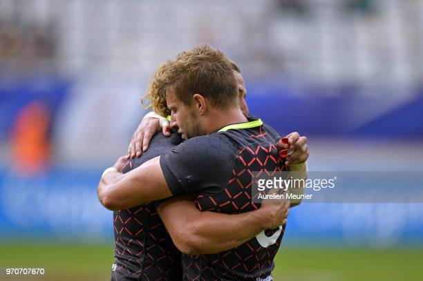 Tom Mitchell of England is cingratulated by teammate Dan bibby after scoring a try during match between england and Fiji at the HSBC Paris Sevens...