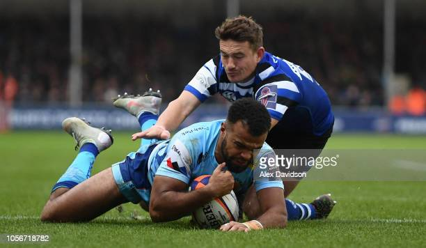 Tom O'Flaherty of Exeter Chiefs beats Alex Davies of Bath Rugby to score a try during the Premiership Rugby Cup match between Exeter Chiefs and Bath...