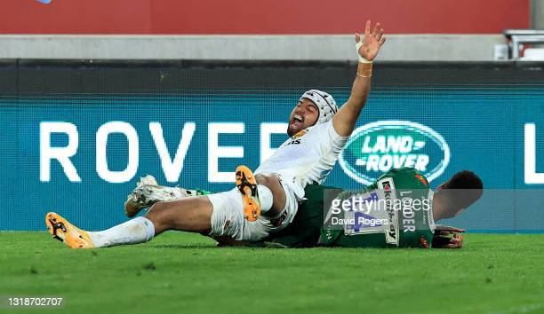 Tom O'Flaherty of Exeter Chiefs beats Ben Loader to the loose ball to score their fourth try during the Gallagher Premiership Rugby match between...