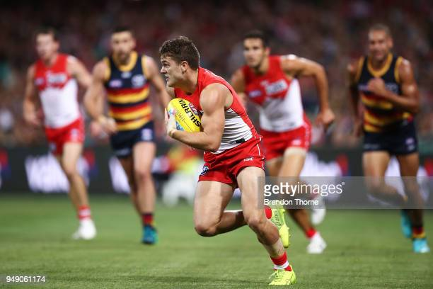 Tom Papley of the Swans runs the ball during the round five AFL match between the Sydney Swans and the Adelaide Crows at Sydney Cricket Ground on...