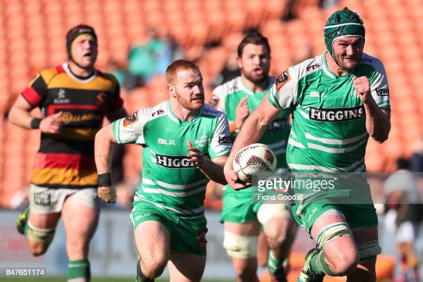 Tom Parsons of Manawatu heads for the try line during the round five Mitre 10 Cup match between Waikato and Manawatu at FMG Stadium on September 16...