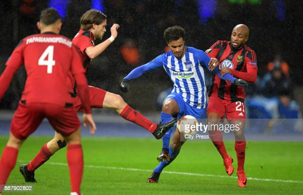 Tom Pettersson of Oestersunds FK Valentino Lazaro of Hertha BSC and Fouad Bachirou of Oestersunds FK during the UEFA Europa League Group J match...