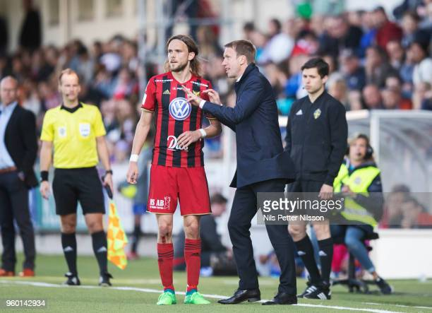 Tom Pettersson of Ostersunds FK and Graham Potter head coach of Ostersunds FK during the Allsvenskan match between GIF Sundsvall and Ostersunds FK at...