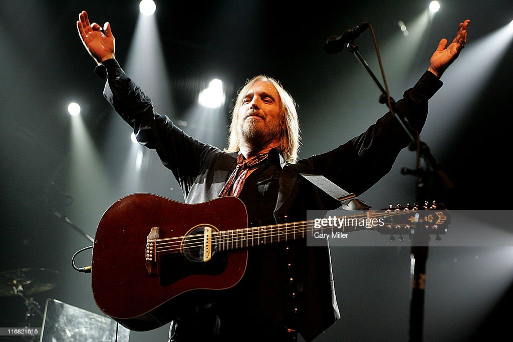 Tom Petty and the Heartbreakers perform live in concert at the Verizon Wireless Amphitheater August 26, 2008 in San Antonio, Texas.