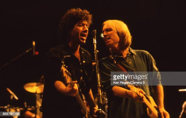 Tom Petty and the Heartbreakers performs at the Bob Dylan 30th Anniversary Tribute Concert on October 16 1992 at Madison Square Garden in New York...