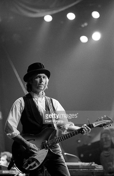 Tom PETTY & The HEARTBREAKERS and Tom PETTY, Tom Petty performing on stage