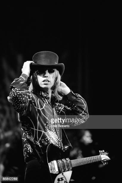 VALLEY Photo of Tom PETTY The HEARTBREAKERS and Tom PETTY Tom Petty performing on stage adjusting hat