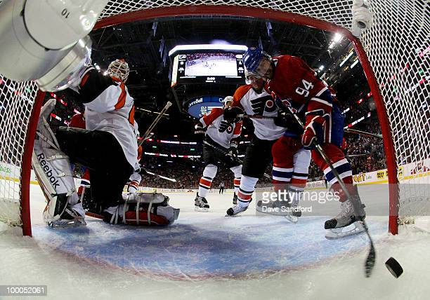 Tom Pyatt of the Montreal Canadiens scores a goal past Michael Leighton of the Philadelphia Flyers in the first period of Game 3 of the Eastern...