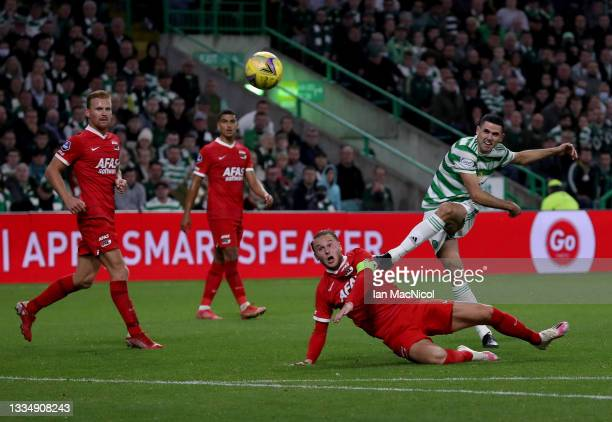 Tom Rogić of Celtic FC scores his team's 3rd goal during the UEFA Europa League Play-Offs Leg One match between Celtic FC and AZ Alkmaar at on August...