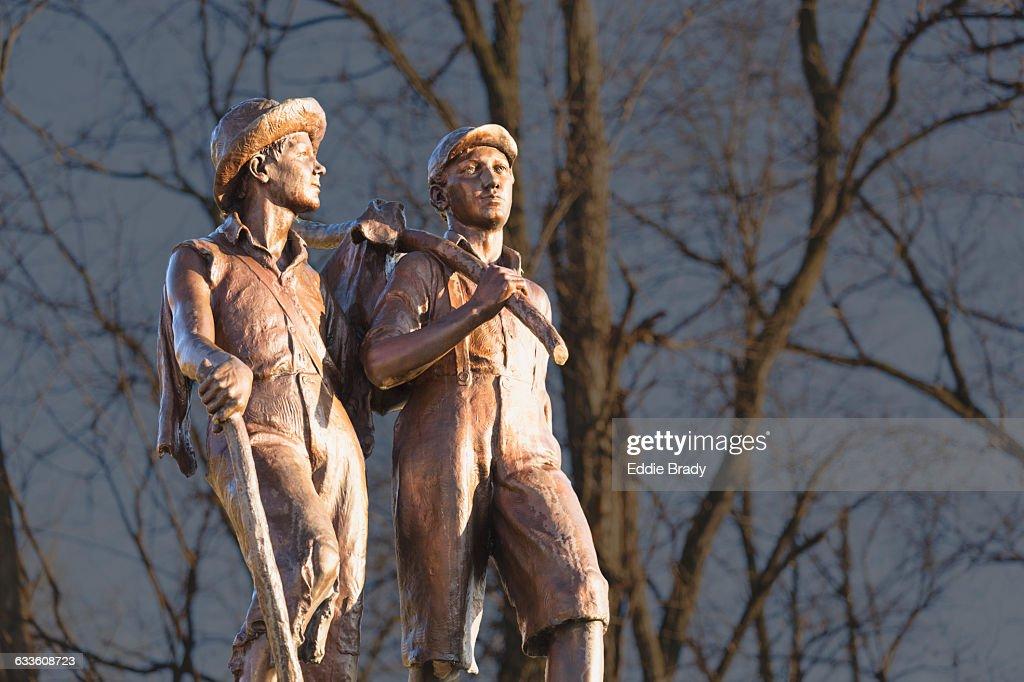 Tom Sawyer And Huckleberry Finn Statue : Stock Photo