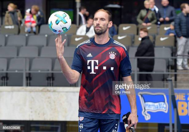 Tom Starke of FC Bayern Muenchen before the game between Hertha BSC and FC Bayern Muenchen on october 1 2017 in Berlin Germany