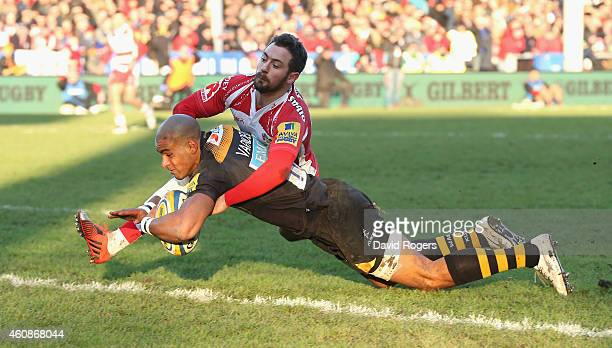 Tom Varndell of Wasps dives over for a try despite the challenge by Greig Laidlaw during the Aviva Premiership match between Gloucester and Wasps at...