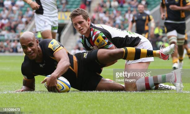 Tom Varndell of Wasps dives over for a try during the Aviva Premiership match between London Wasps and Harlequins at Twickenham Stadium on September...