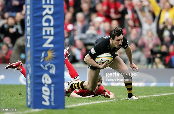 Tom Voyce of Wasps dives over to score a try during the Powergen Cup Final between London Wasps and Llanelli Scarlets at Twickenham on April 9 2005...