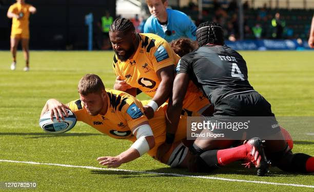 Tom Willis of Wasps dives over for a second half try during the Gallagher Premiership Rugby match between Saracens and Wasps at Allianz Park on...