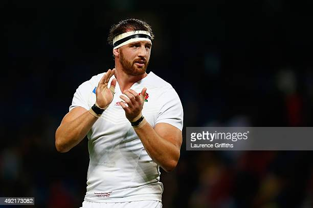 Tom Wood of England applauds the crowd after the 2015 Rugby World Cup Pool A match between England and Uruguay at Manchester City Stadium on October...