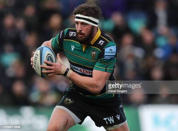 Tom Wood of Northampton Saints charges upfield during the Gallagher Premiership Rugby match between Northampton Saints and Saracens at Franklin's...