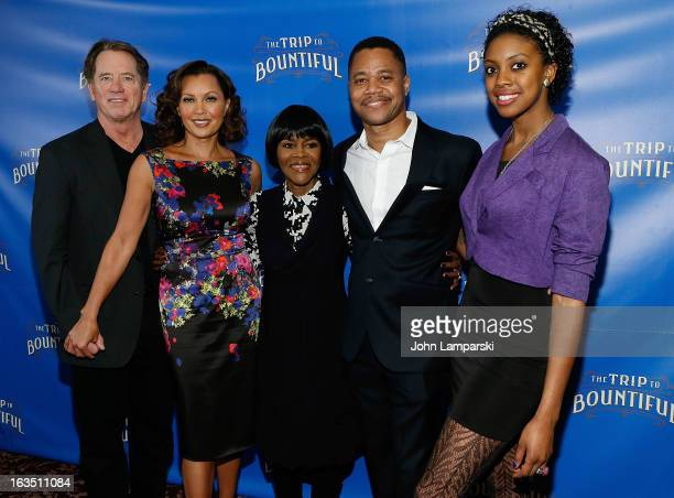 Tom Wopat Vanessa Williams cicely Tyson Cuba Gooding JR and Condola Rashad attend the 'The Trip To Bountiful' Broadway Cast Photocall at Sardi's on...