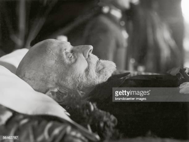 Tomas G Masaryk on the deathbed czechoslowakian president Photography 1937 [Aufbahrung der Leiche von Tomas G Masaryk tschechoslowakischer Praesident...