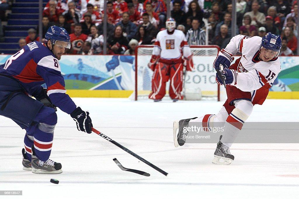 Ice Hockey - Day 6 - Czech Republic v Slovakia : News Photo