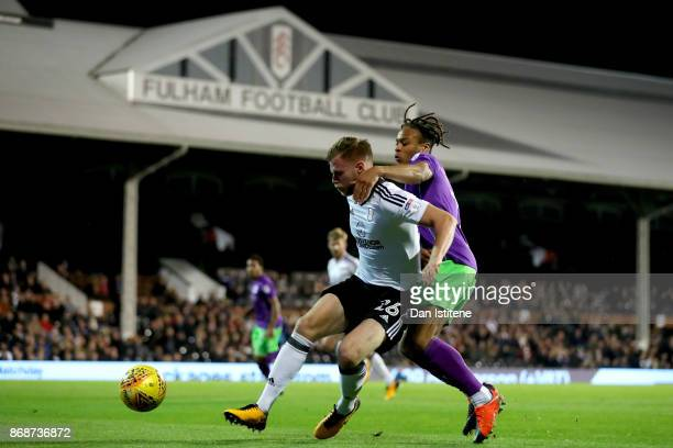 Tomas Kalas of Fulham holds off Bobby Reid of Bristol City during the Sky Bet Championship match between Fulham and Bristol City at Craven Cottage on...