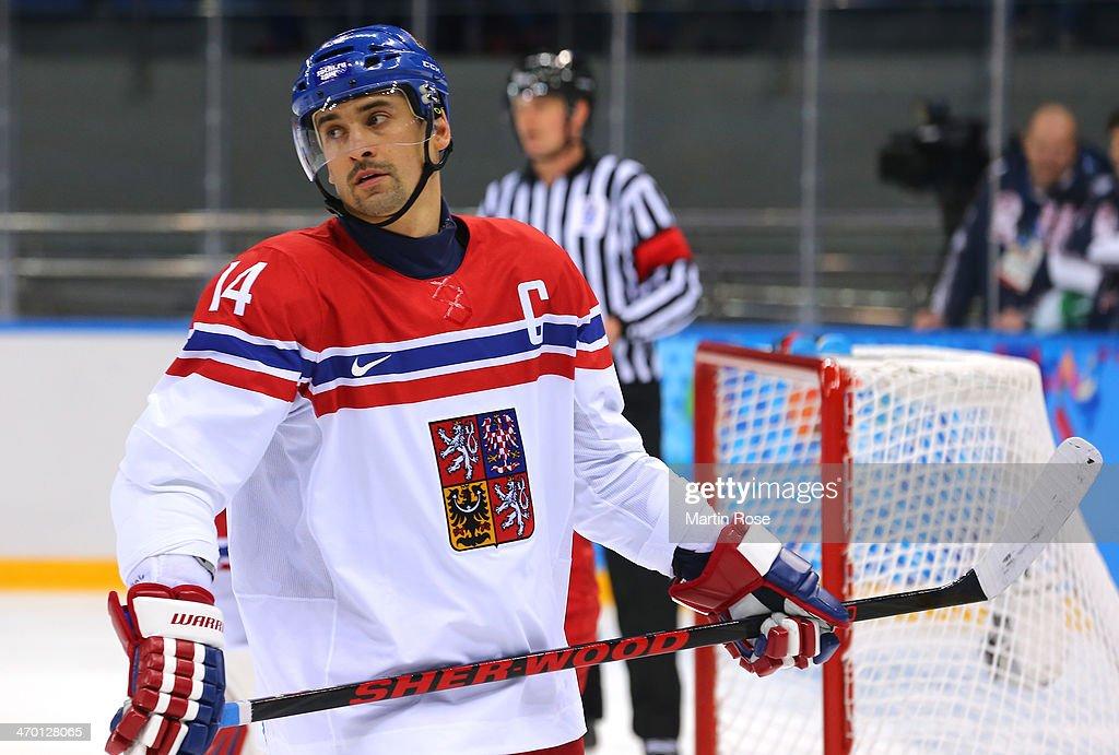 Ice Hockey - Winter Olympics Day 11 - Czech Republic v Slovakia : News Photo