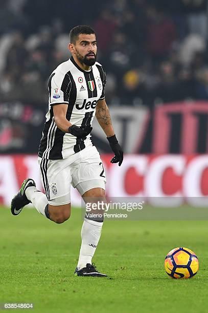 Tomas Rincon of FC Juventus in action during the TIM Cup match between FC Juventus and Atalanta BC at Juventus Stadium on January 11 2017 in Turin...