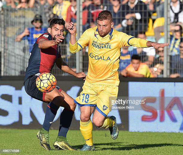 Tomas Rincon of Genoa and Federico Dionisi of Frosinone in action during the Serie A match between Frosinone Calcio and Genoa CFC at Stadio Matusa on...