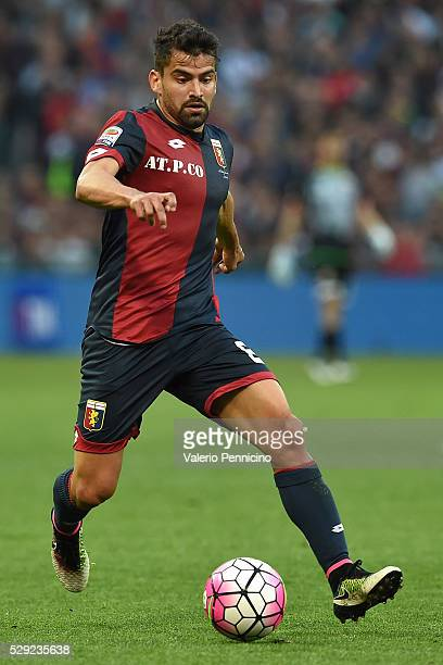 Tomas Rincon of Genoa CFC in action during the Serie A match between Genoa CFC and AS Roma at Stadio Luigi Ferraris on May 2 2016 in Genoa Italy