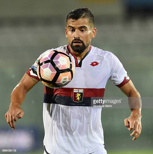 Tomas Rincon of Genoa CFC in action during the Serie A match between FC Crotone and Genoa CFC at Adriatico Stadium on August 28 2016 in Pescara Italy