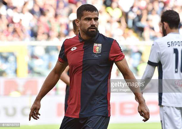 Tomas Rincon of Genoa in action during the Serie A match between Genoa CFC and Empoli FC at Stadio Luigi Ferraris on October 16 2016 in Genoa Italy