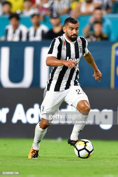 Tomas Rincon of Juventus in action during the International Champions Cup 2017 match between Paris Saint Germain and Juventus at Hard Rock Stadium on...