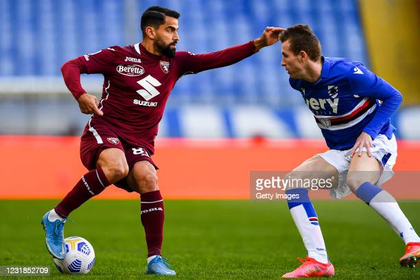 Tomas Rincon of Torino and Jakub Jankto of Sampdoria vie for the ball during the Serie A match between UC Sampdoria and Torino FC at Stadio Luigi...