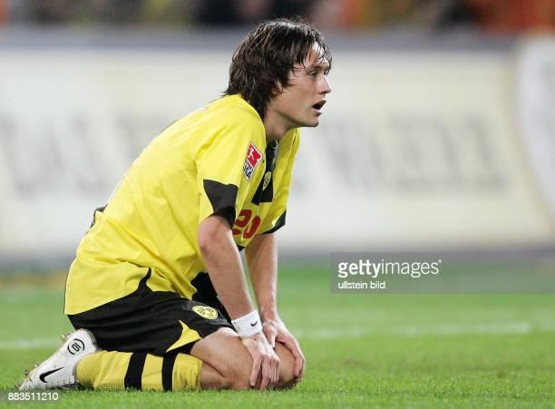 Tomas ROSICKY Mittelfeldspieler Borussia Dortmund Tschechien kniet auf dem Rasen