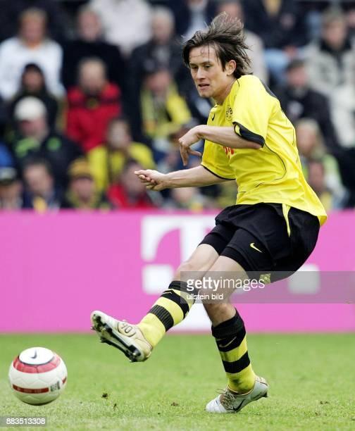 Tomas ROSICKY Mittelfeldspieler Borussia Dortmund Tschechien spielt einen Paß
