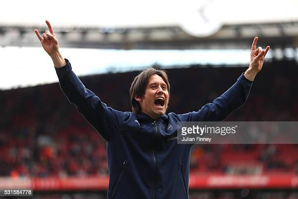 Tomas Rosicky of Arsenal applauds supporters after the Barclays Premier League match between Arsenal and Aston Villa at Emirates Stadium on May 15...