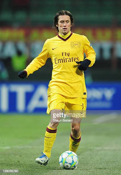 Tomas Rosicky of Arsenal in action during the UEFA Champions League round of 16 first leg match between AC Milan and Arsenal at Stadio Giuseppe...