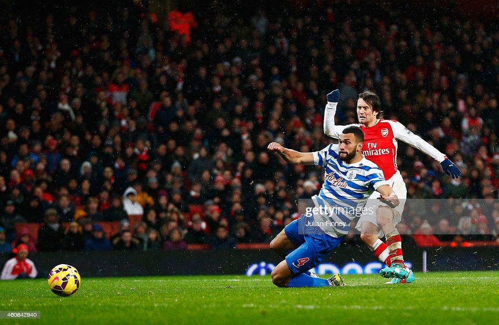 Arsenal v Queens Park Rangers - Premier League : ニュース写真